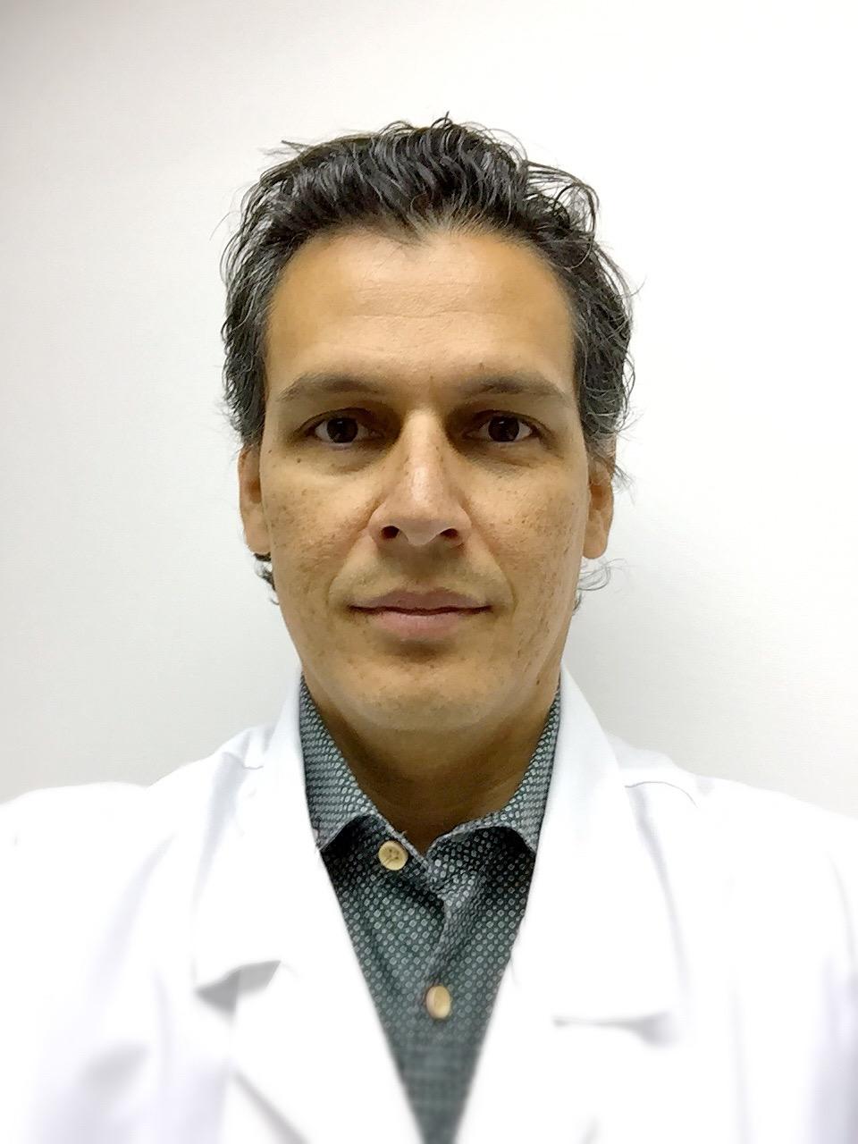 Dr. Javier Gelvez Santos